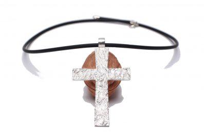 Pendentif croix bizautée